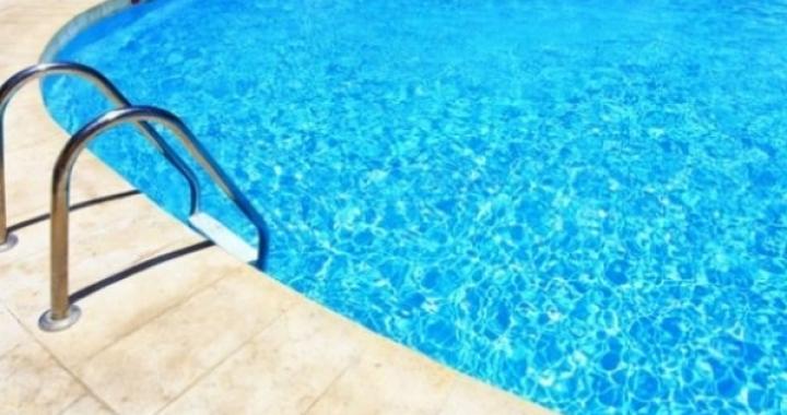Menina de um ano e sete meses morre afogada ao cair em piscina