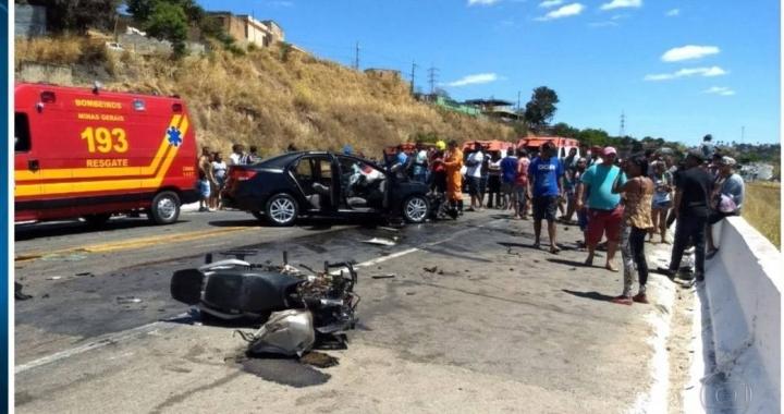 Dois motoqueiros morrem em acidente com carro na BR-174