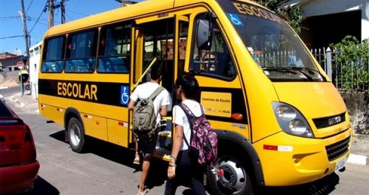 Motorista de ônibus escolar é preso por abusar de um menino de 11 anos em Novo Mundo.