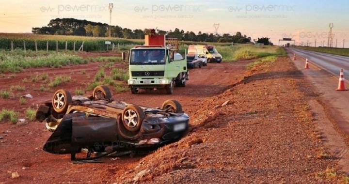 Militar perde controle e capota veículo com mulher e criança na BR-163