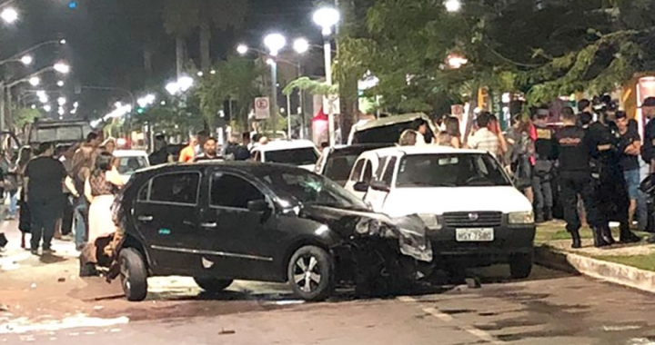 Motorista embriagado atinge oito veículos em avenida em Sinop