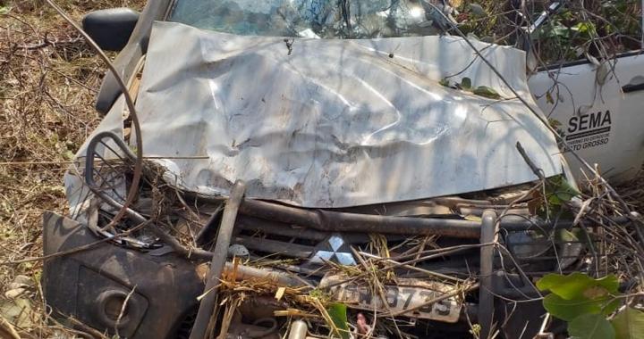 Quatro policiais militares ficam feridos após caminhonete da Sema capotar em MT
