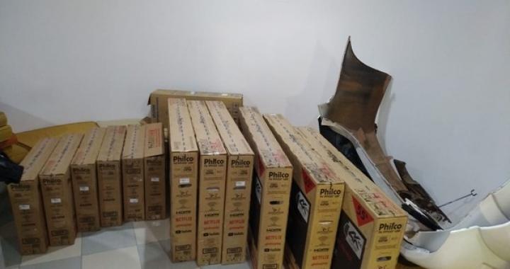 Casal é preso com 12 TVs furtadas de depósito de loja em Cuiabá