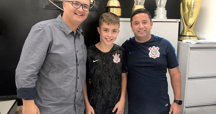 Meia sinopense assina contrato e é oficializado na divisão de base do Corinthians
