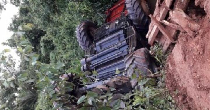 PREJUÍZO NA LAVOURA: Produtor perde máquina em estrada precária de Mato Grosso.