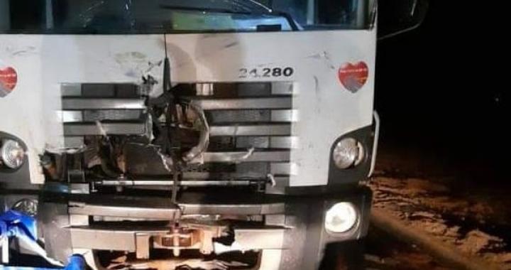 Motociclista morre ao bater de frente com caminhão em MT