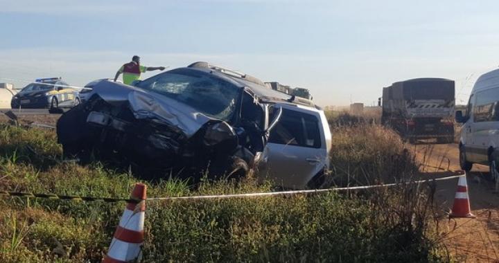 Duas pessoas morrem após carros baterem de frente na BR-163 em MT