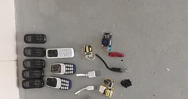 Preso tenta entrar em presídio com 8 celulares e 4 USBs no ânus