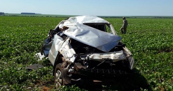 Caminhonete capota, cai em plantação de soja e duas pessoas morrem em MT