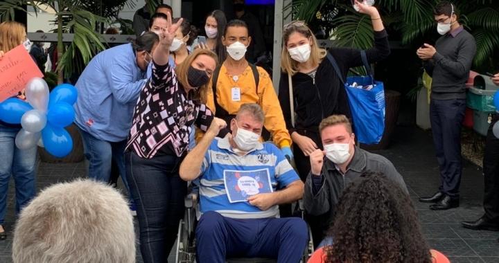 Engenheiro tem alta após 103 dias internado em tratamento contra a Covid-19 em Cuiabá