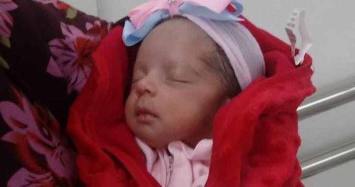 Bebê que perdeu a mãe para a Covid durante o nascimento tem alta após 1 mês na UTI