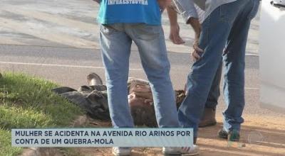 MULHER SE ACIDENTA NA AVENIDA RIO ARINOS POR CONTA DE UM QUEBRA-MOLA